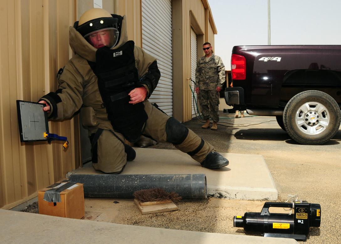 """NOVO 22 Ultimate Falcon -  RTG systém s 22"""" detektorom.   Široká oblasť použitia - kontrola batožín, balíkov a rôznych podozrivo vyzerajúcich odložených vecí.   Vhodné pre bezpečnostné zložky, výjazdové skupiny polície, pyrotechnikov, strážne služby v podnikoch.    Možnosť použitia pri kontrole rôznych artefaktov a umeleckých diel.   Detekcia organických a anorganických látok."""
